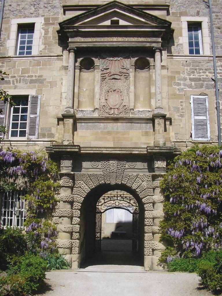 Entrée du lycée Gabriel Faure